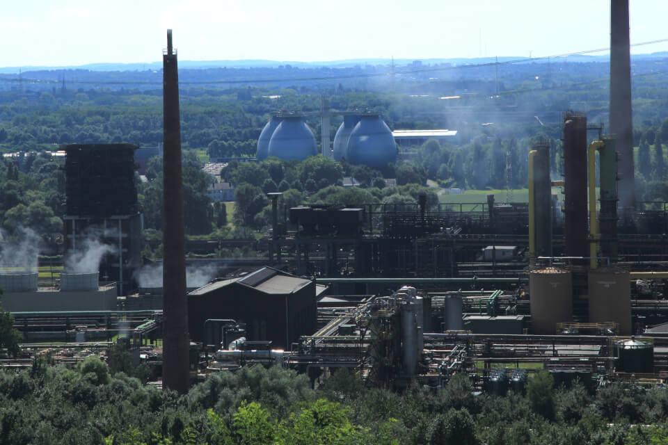 Foto: kompleks energetyczny w miejscowościBottropw Zagłębiu Ruhry na kilka lat przed zamknięciem, FrankVincentz, CC BY-SA 3.0,WikimediaCommons